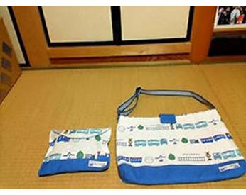 乗り物の生地で作った通園用の横がけバッグ