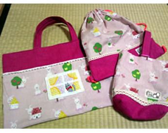 幼稚園用に作った手提げバッグと上履き入れとコップ袋
