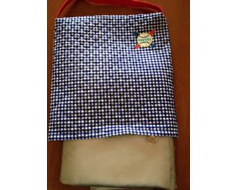 チェック柄の生地でつくった防災頭巾カバー