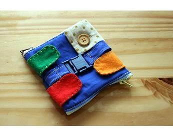 ベルトのおもちゃをお出かけに持っていくときの袋