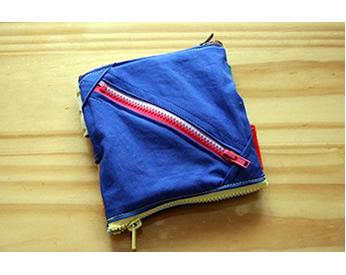 写真:ベルトのおもちゃをお出かけに持っていくときの袋