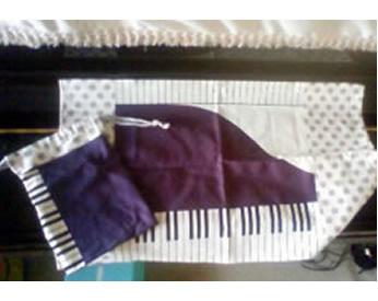 ピアノ鍵盤&ドットの生地で作ったランチョンマットと巾着袋