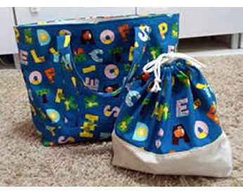 アルファベット生地で作ったお弁当袋と通園バッグ