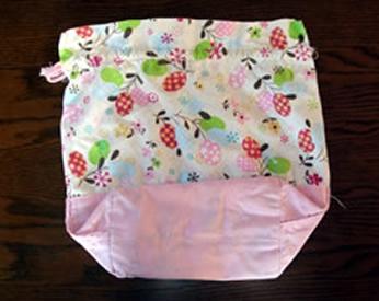 ピンクと花柄の生地で作ったお弁当袋