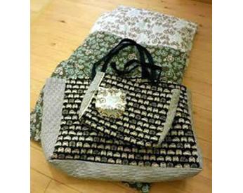 入園用のバッグと布団カバー