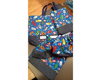 息子が選んだ柄で作った絵本バッグ、上履き入れ、コップ袋、弁当箱袋、体操着