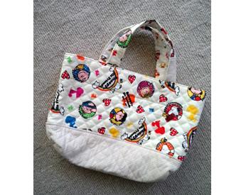 スヌーピーの生地で作った手提げバッグ